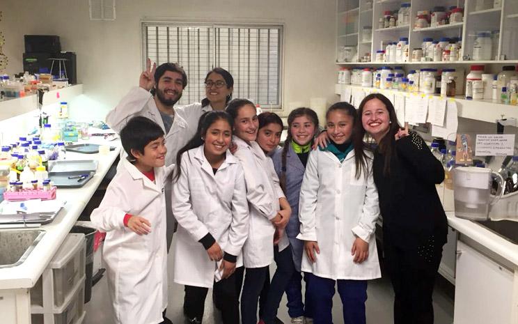 Escolares apadrinados por la UST son invitados a exponer en Congreso Latinoamericano de Microbiología